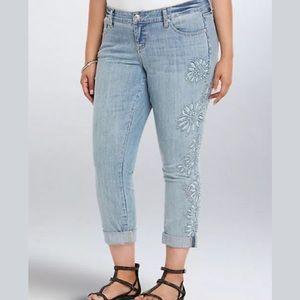 Torrid Boyfriend Jeans Light Embroidery Size 22